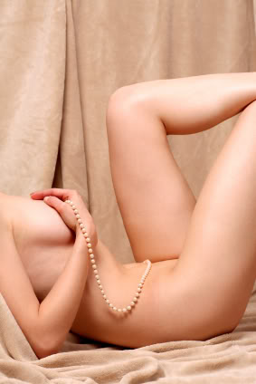 Pearl-necklace-woman-body
