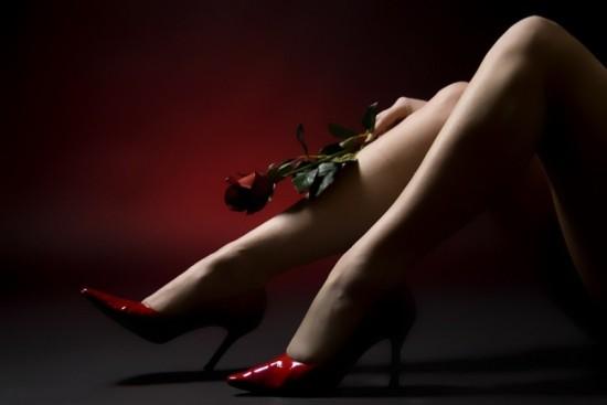 FeetHeels-RedPointyHeelsLegsRedClosedRose